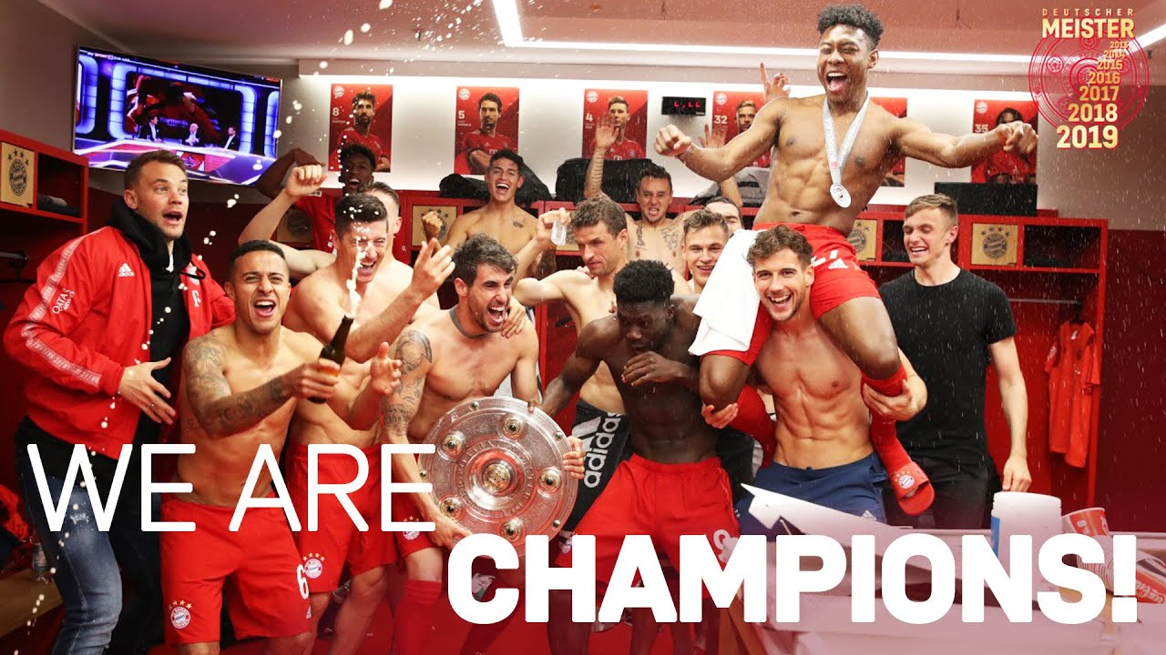 Trophy Handover, Beer Showers und Locker Room Party | FC Bayern Championship Celebration 2019