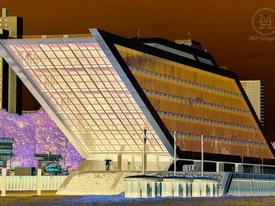 """""""Dockland"""" im Hamburger Hafen"""