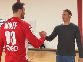 Treffen der Torwartgiganten Manuel Neuer und Handball-Nationaltorhüter Andreas Wolff