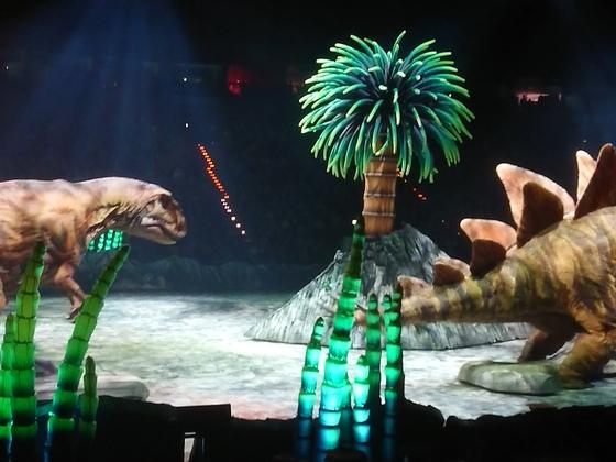 Dinosaurier im Reich der Giganten 15