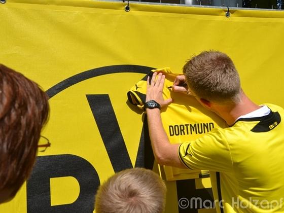 """Sohnemann bekommt Autogramm von """"Der Muri"""""""