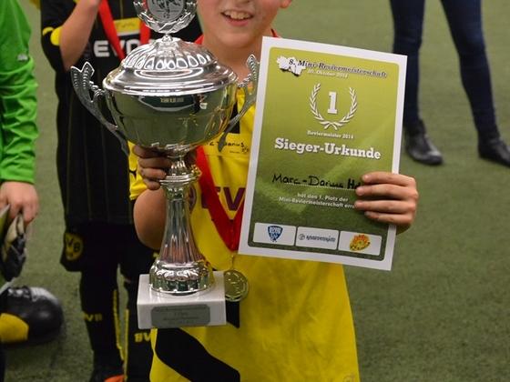 Sohnemann mit dem Sieger Pokal