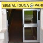 Eingang vom Feld zum Spielertunnel