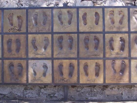 EM 2008 / Fußabdrücke der dt. Nationalmannschaft (Bronzetafel in Ascona)